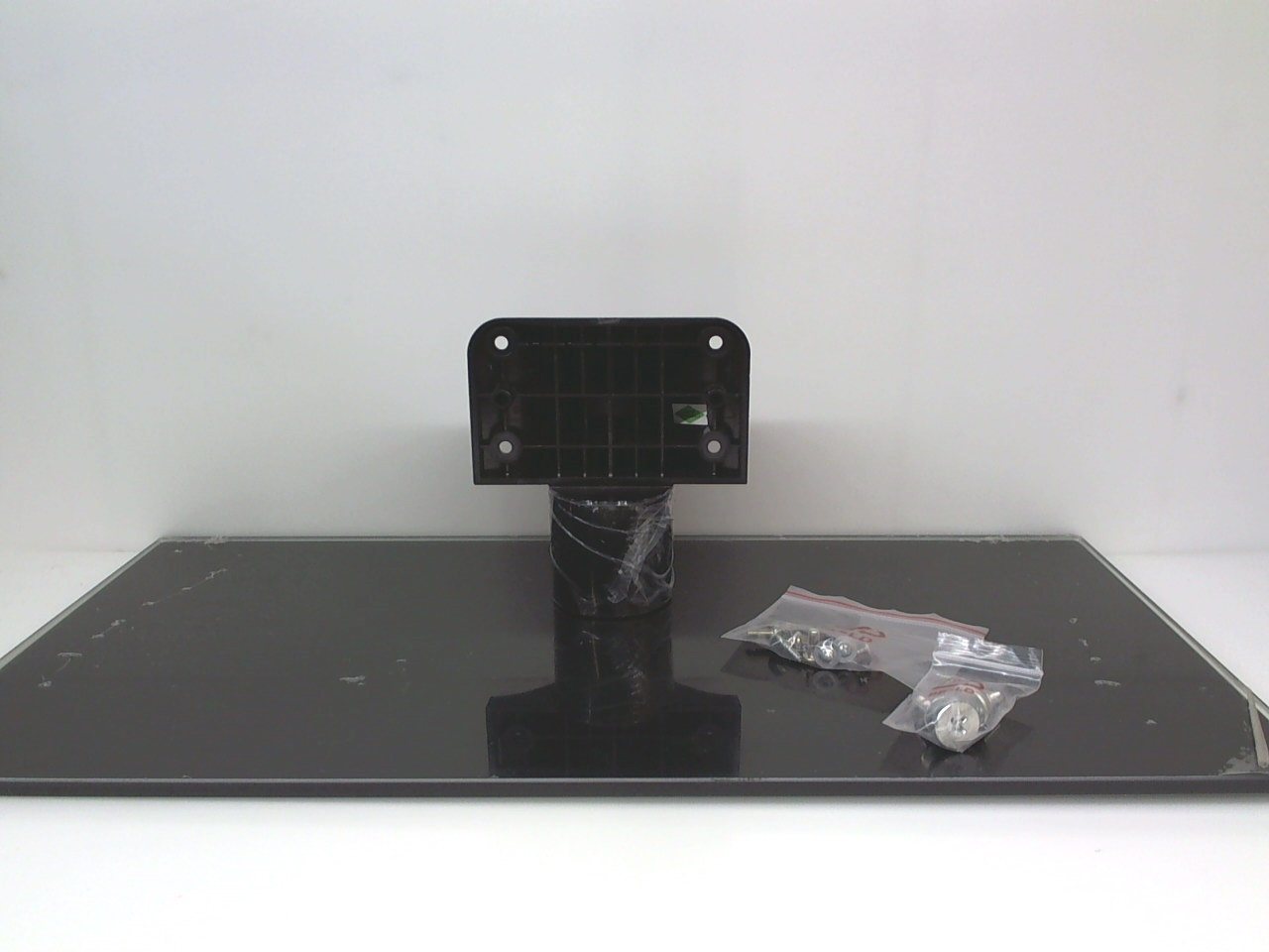 TCL TV Model LE46FHDE5300 Complete TV Stand 49-942730-GLS01